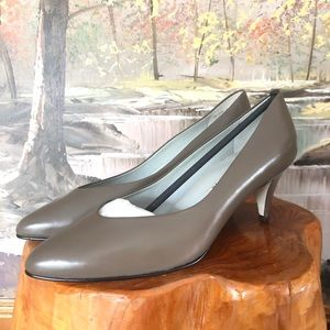 NEW Nine West LEATHER taupe Pump